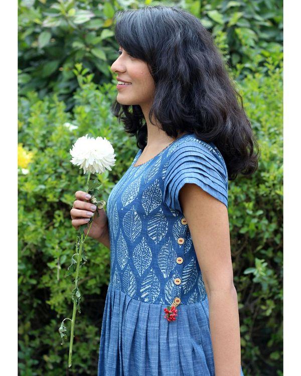 Blue leaf print pleated dress 1