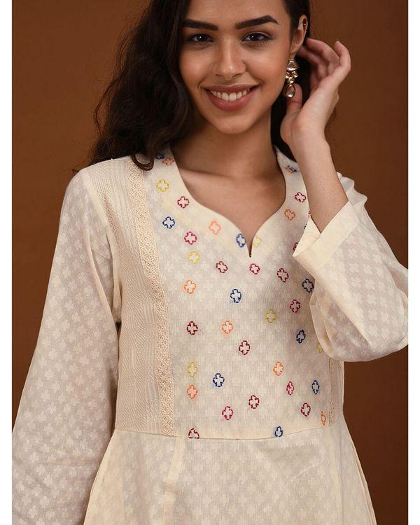 Off white hand embroidered yoke Kurta 1