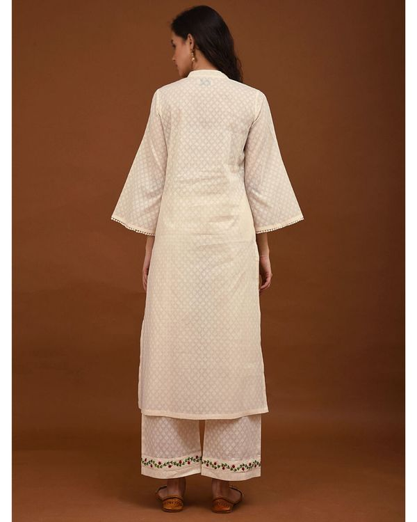 Off white hand embroidered bell sleeve kurta 3