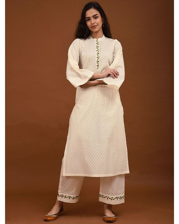 Off white hand embroidered bell sleeve kurta 2
