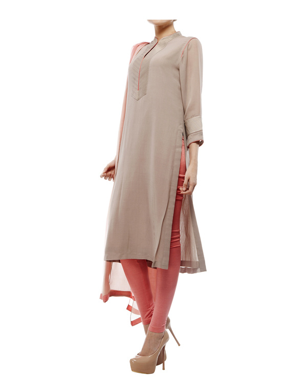 Kantha yoke kurta, comes with a legging and chiffon dupatta 3