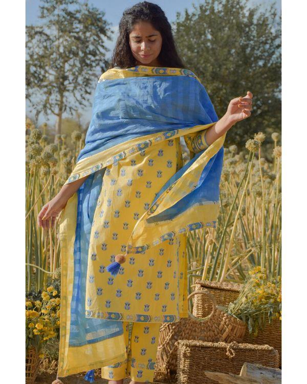 Yellow floral printed kurta and pants with dupatta- Set Of Three 2