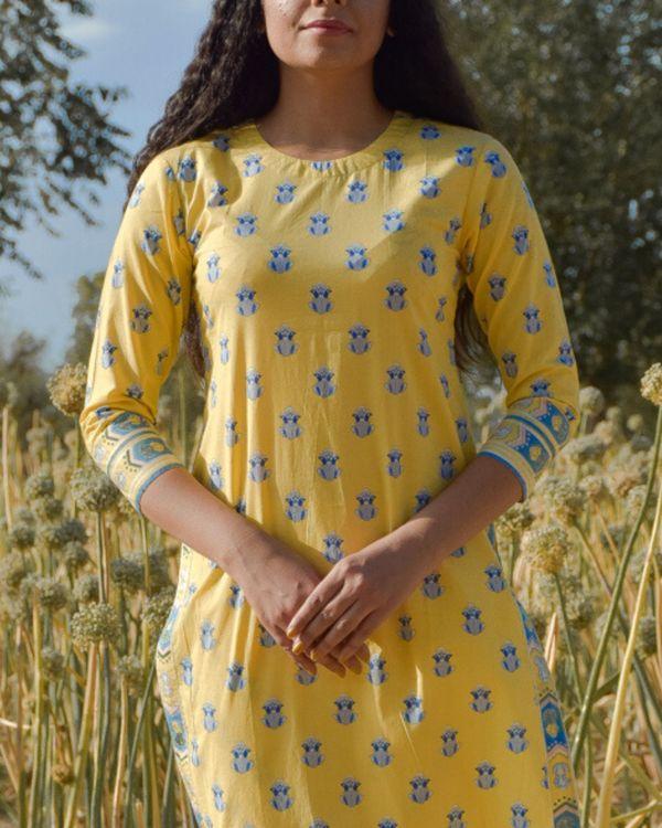 Yellow floral printed kurta and pants with dupatta- Set Of Three 1