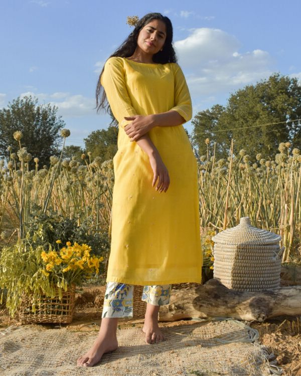 Yellow embroidered kurta with beads detailing 3