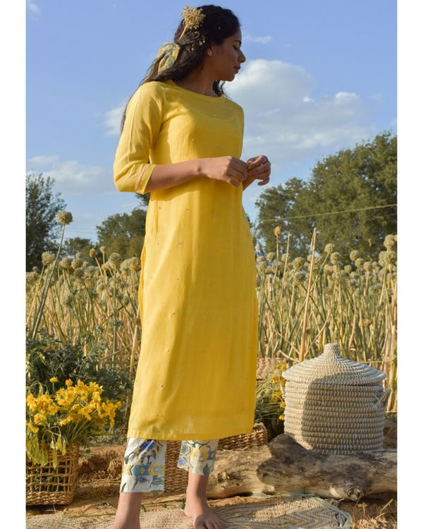 Yellow embroidered kurta with beads detailing 2
