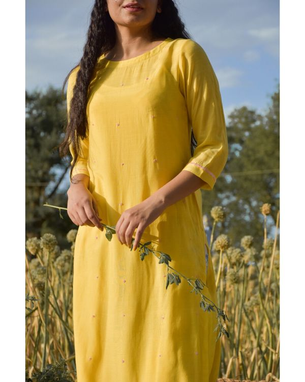 Yellow embroidered kurta with beads detailing 1