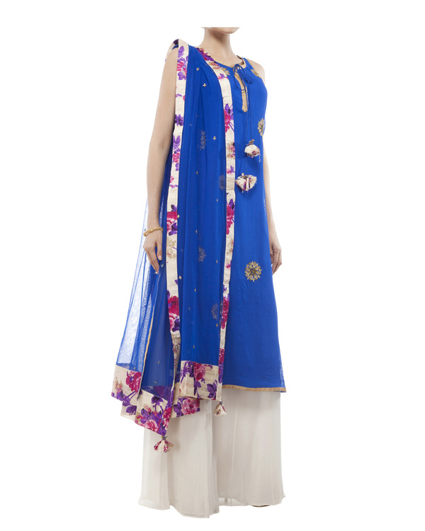 Royal Blue Embroidered kurta set 4