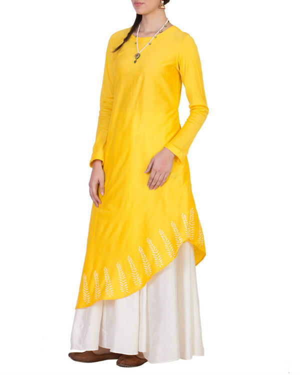 Yellow tunic with white skirt 1