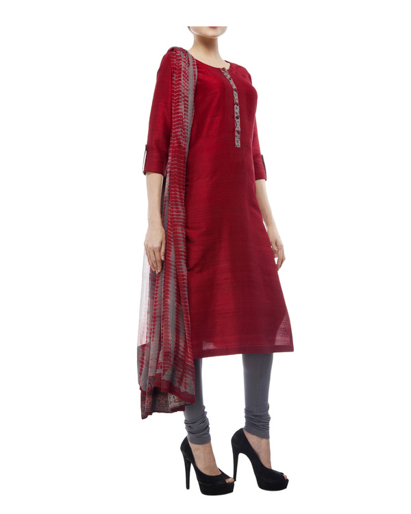 Kurta with front ajrakh print placket, comes with legging             tie & dye chiffon dupatta 4