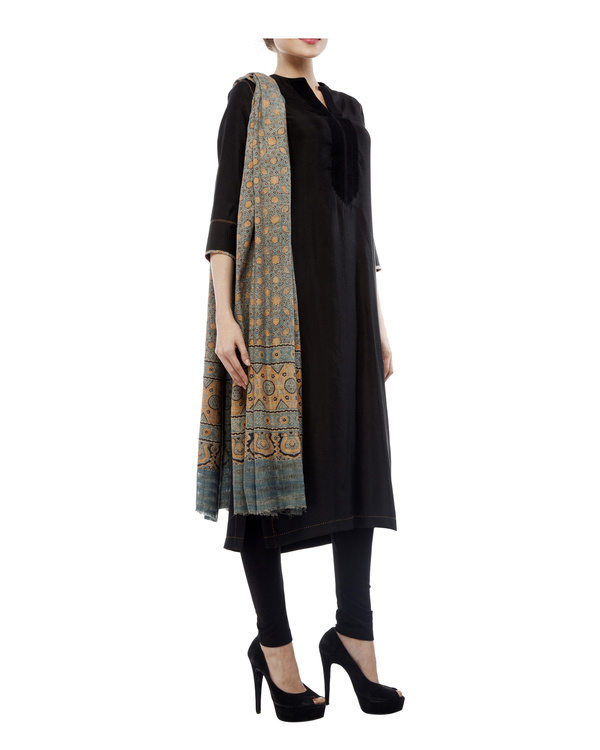Embroidered yoke kurta, comes with a legging and ajrakh dupatta 4