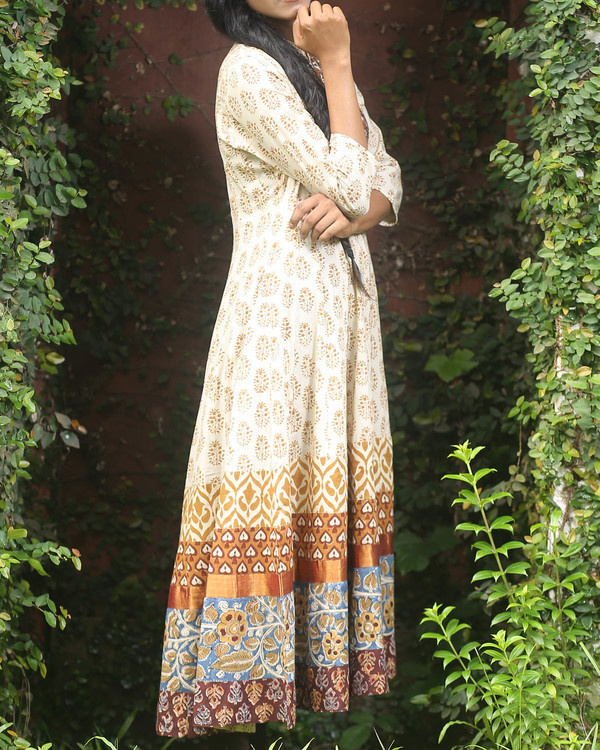 Off white block printed anarkali kurti 3