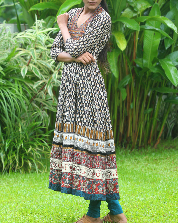 Broad border anarkali kurti 4