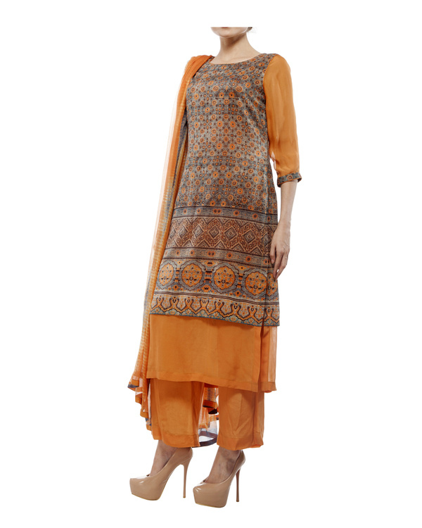 Ajrakh print round neck  kurta with chiffon layer, comes with a palazzo  tie & dye dupatta 3