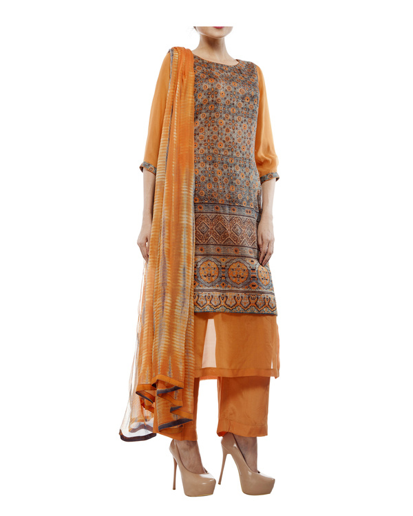 Ajrakh print round neck  kurta with chiffon layer, comes with a palazzo  tie & dye dupatta 4