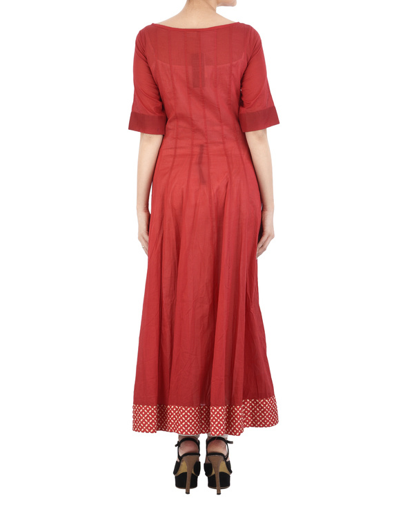Red cotton dress with white applique 3