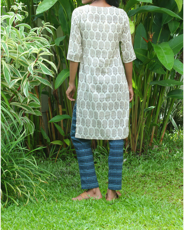Off white kurti with rust overcoat 4