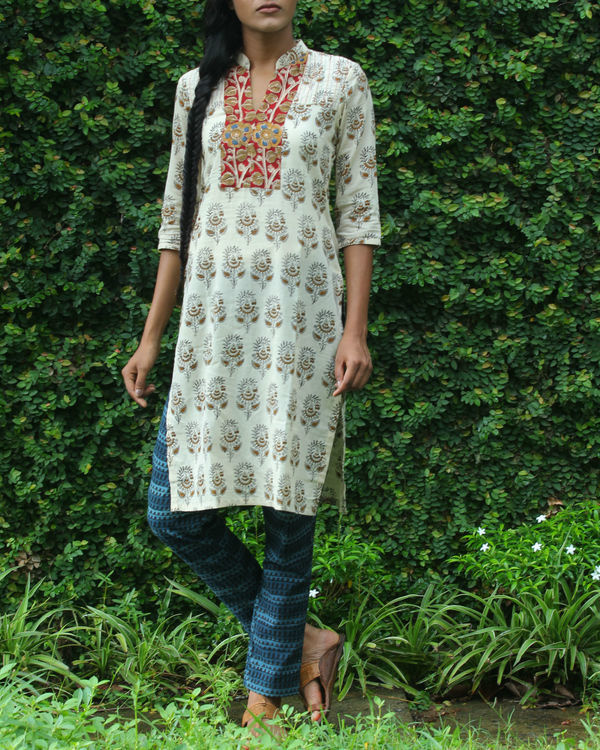 Twin set of red overcoat with white kurti 3