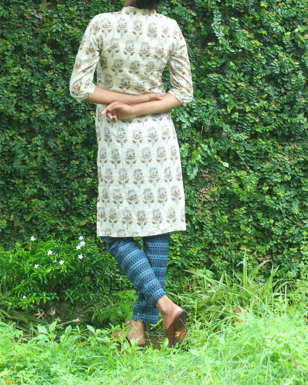 Twin set of red overcoat with white kurti 4