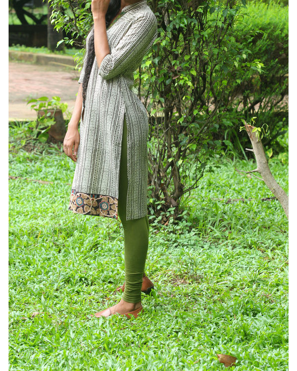 Twin set of kurti with ivory overcoat 3