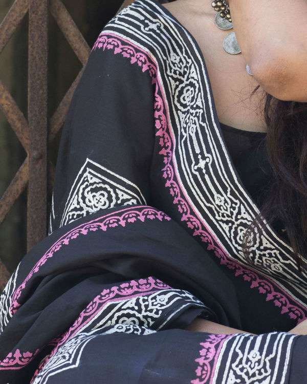 Black banjara saree with pink border 1