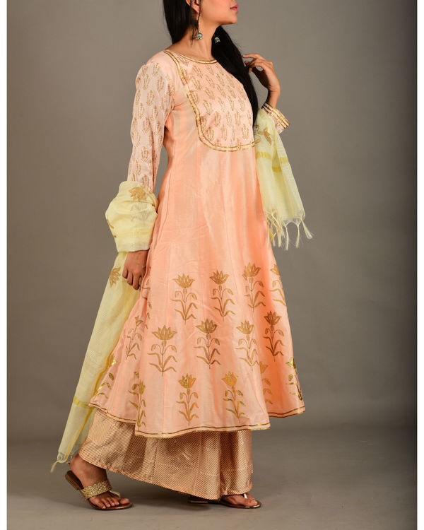 Peach kurta set with dupatta 1