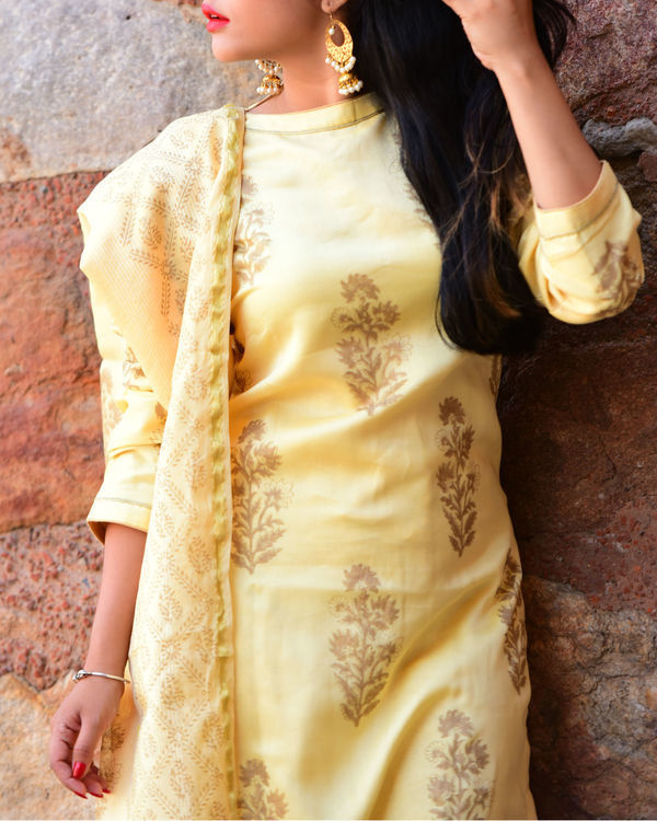 Pastel yellow kurta set with dupatta 1