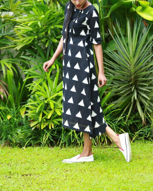 Black and white triangular ikat kurta 1