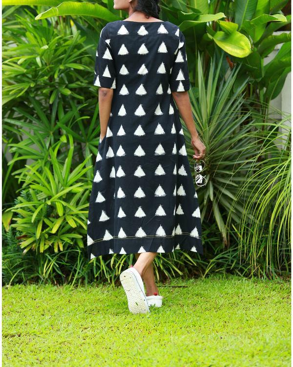 Black and white triangular ikat kurta 2