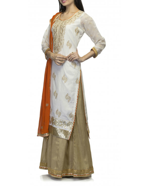 White kurta set with dupatta 3
