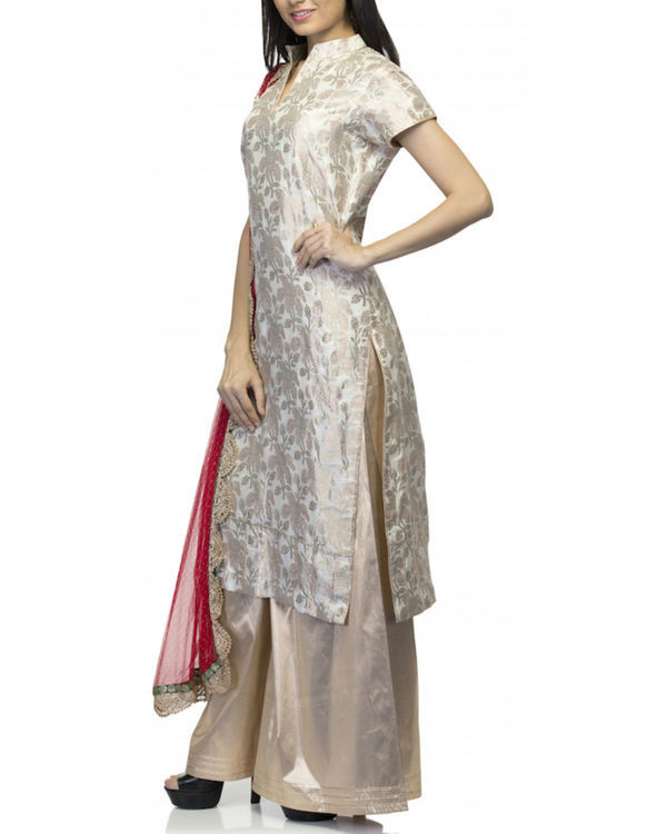 Beige kurta set with dupatta 3