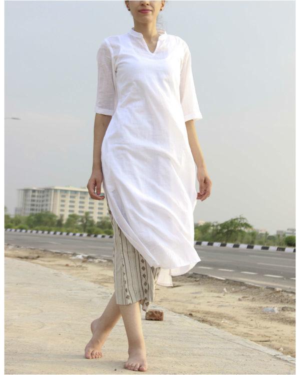 Classic white kurta with slip 1