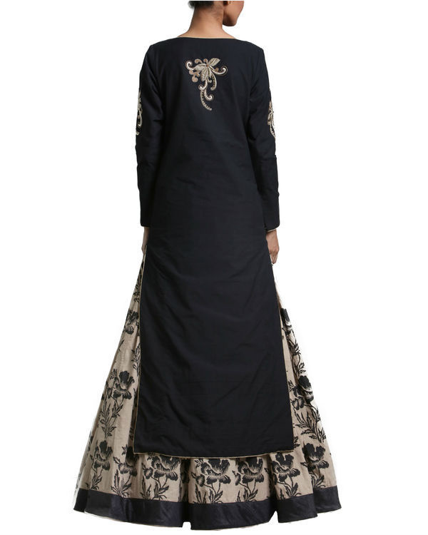 Set of black kurta skirt with dupatta 2