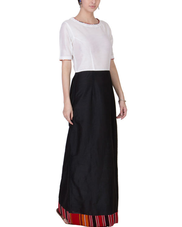 Black and white maxi 3