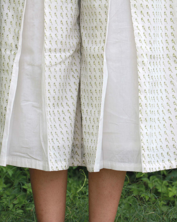 White box pleated cullotes 1