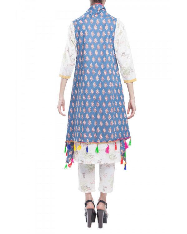 Ivory kurta set with jacket 2
