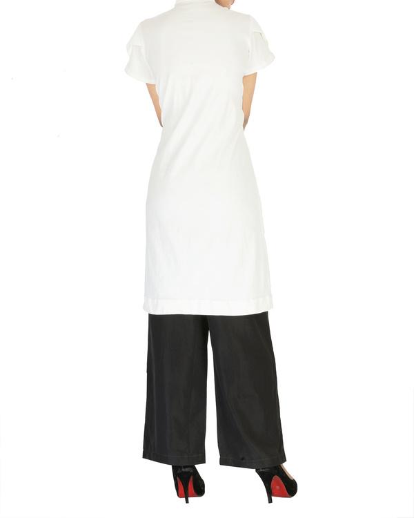 White cotton kurta with curved hem 1