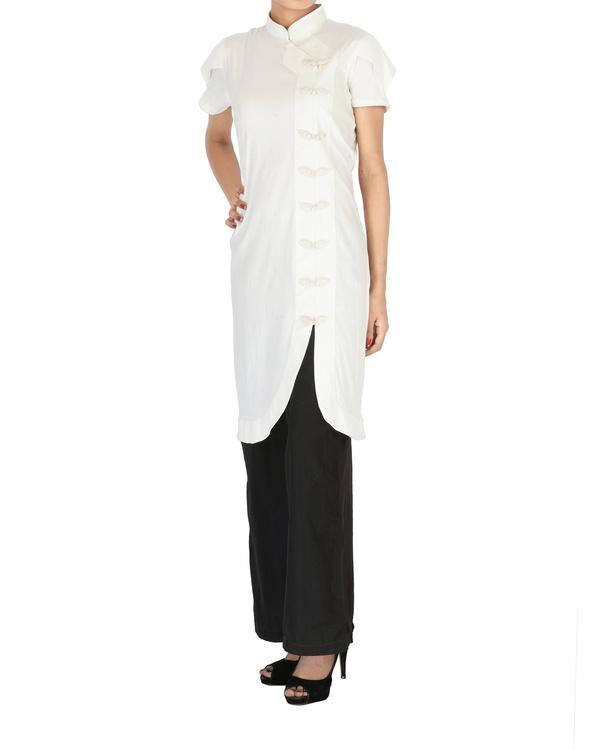 White cotton kurta with curved hem 2