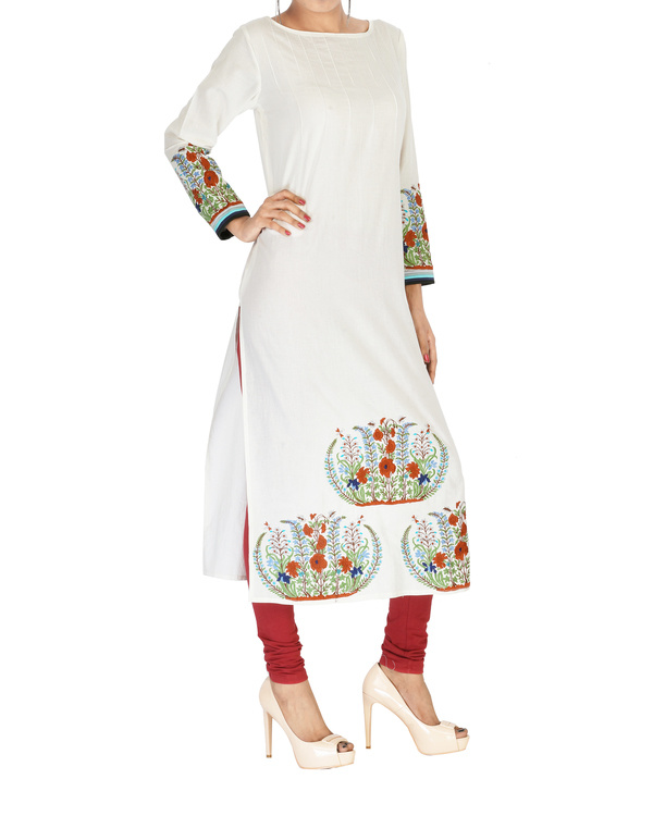 Off white embroidered cotton kurta 2