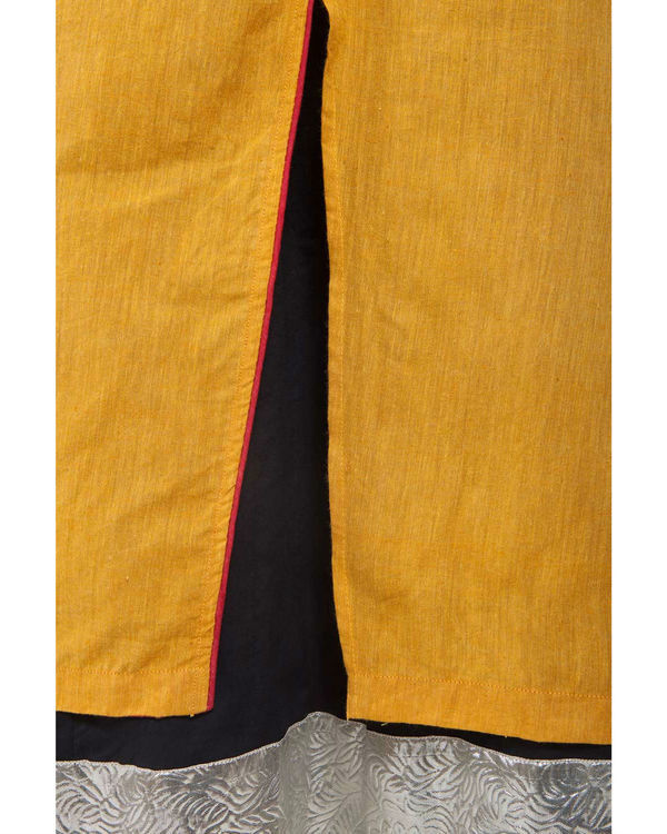 Set of yellow kurta with black lining 3