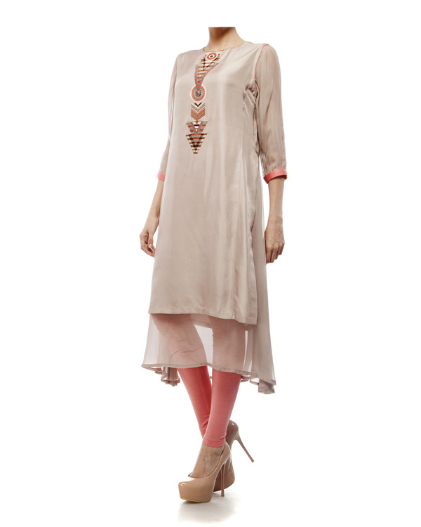 Round neck front embroidered kurta with chiffon layer, comes with a legging 3