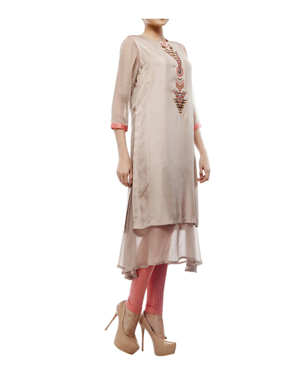 Round neck front embroidered kurta with chiffon layer, comes with a legging 4
