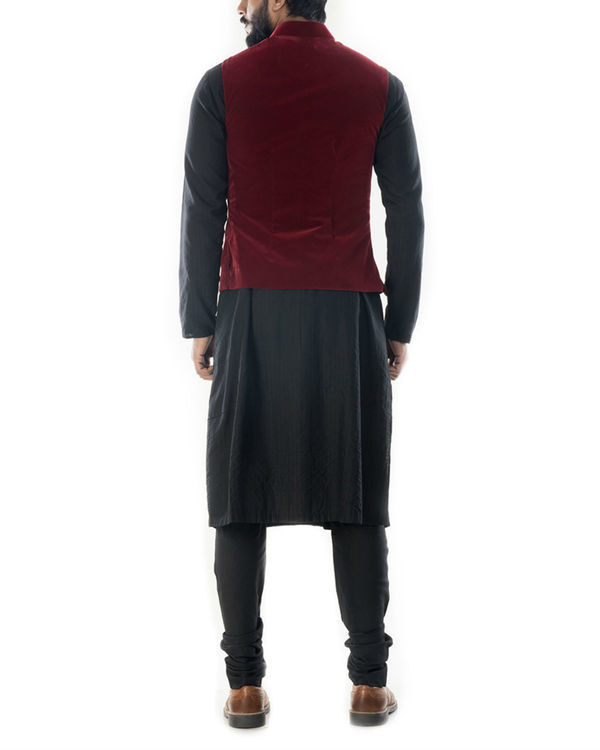 Black solid kurta with wine red velvet jacket 2