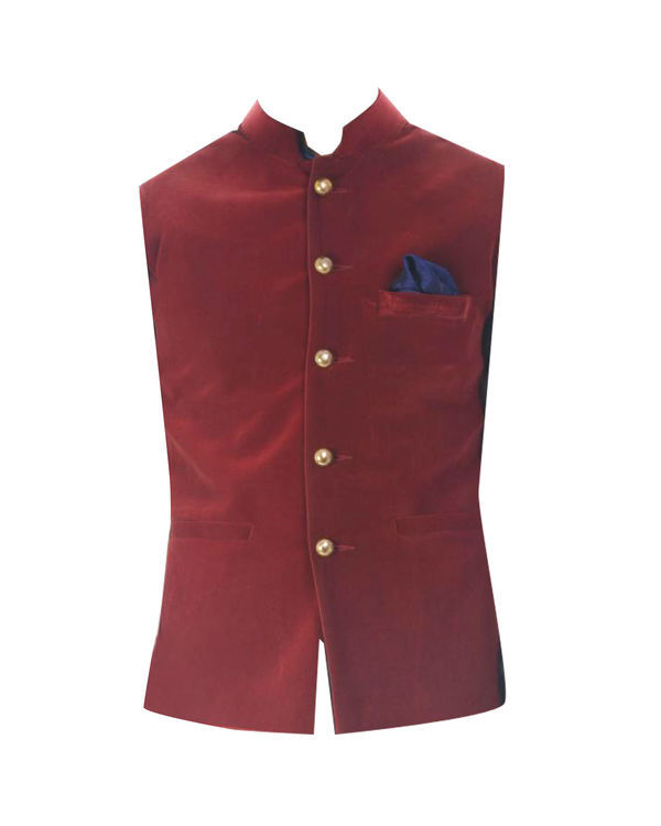 Black solid kurta with wine red velvet jacket 3
