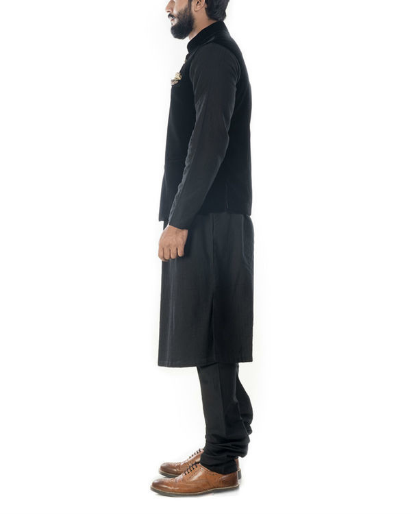 Black solid kurta with jet black velvet jacket 1