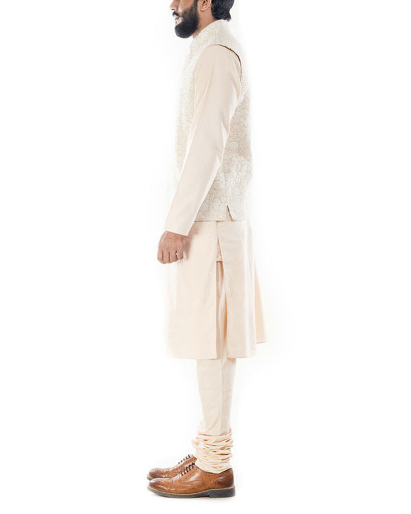 Light beige kurta with cream dori embroidery jacket 1