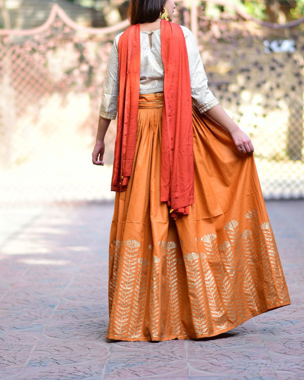 Rust floral lehenga set with dupatta 2