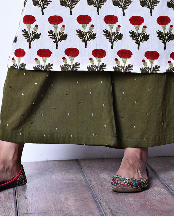 Floral kurta with olive pants 3