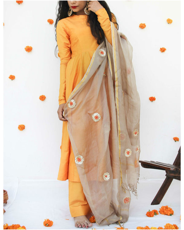 Golden silk dupatta 1