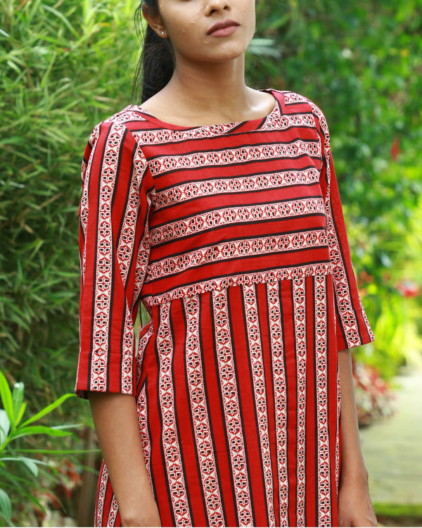Red vertical kurta 1