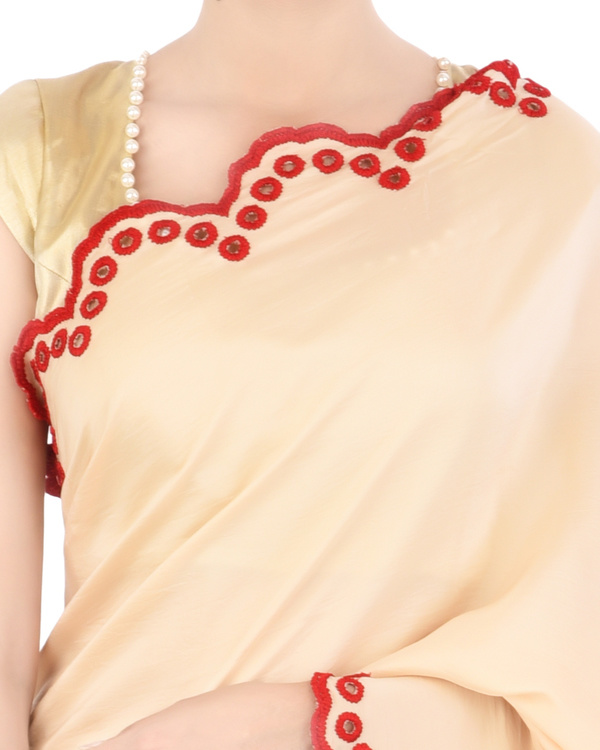 Satin sari with red scallop border 4